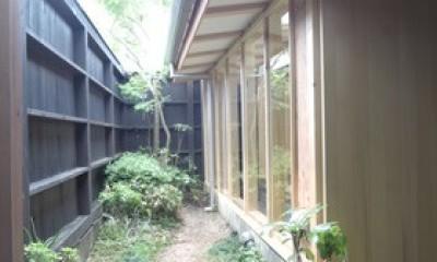 路地の外側の坪庭|夫婦と子供たち家族で楽しめるスペースの増築