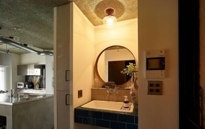 洗面 (モルタルキッチンが映えるドライフラワーのある暮らし)