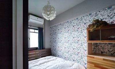 モルタルキッチンが映えるドライフラワーのある暮らし (寝室)