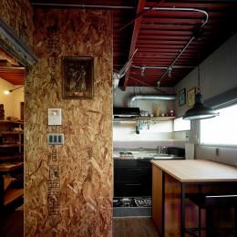 古材仕立ての秘密基地 (キッチン)