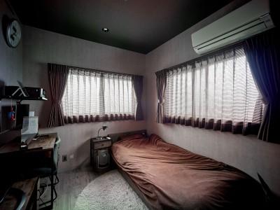 寝室 (古材仕立ての秘密基地)
