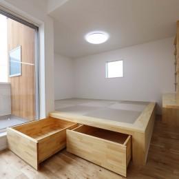 収納に工夫をもたらせた家 (小上がり畳スペース)