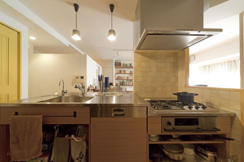 大阪府Mさん邸:オーダーキッチンや広い玄関など「予算内でこんなに!」 (造作キッチン)
