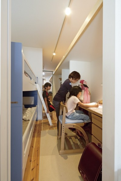 子ども部屋 (大阪府Mさん邸:オーダーキッチンや広い玄関など「予算内でこんなに!」)