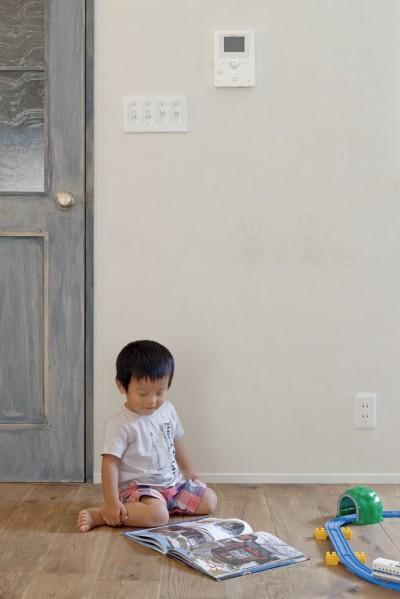 大阪府Tさん邸:子どもの顔が見える安心な間取り空間 (無垢の床)