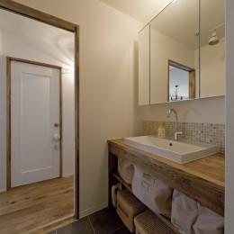 大阪府Tさん邸:子どもの顔が見える安心な間取り空間 (ナチュラルな洗面台)