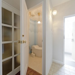 大阪府Tさん邸:子どもの顔が見える安心な間取り空間 (トイレ)