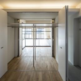 新築派がつくるリノベーション|新築主義の奥様のためにつくる上質な住まい (ウォークインクローゼット)