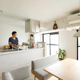 暮らし方を見つめ直して細部までこだわった、快適に仲良く暮らせる自分たちらしい家。