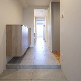 美的感性をくすぐるリノベーション|つかず離れずのDINKSライフ (玄関・廊下)