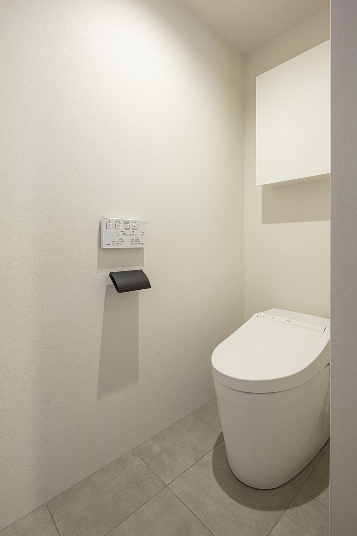 美的感性をくすぐるリノベーション|つかず離れずのDINKSライフ (トイレ)