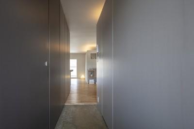 玄関・廊下 (自由設計と売却戦略の両立|こだわり尽くした自由設計と7年後に売却する汎用性を満たすリノベーション)
