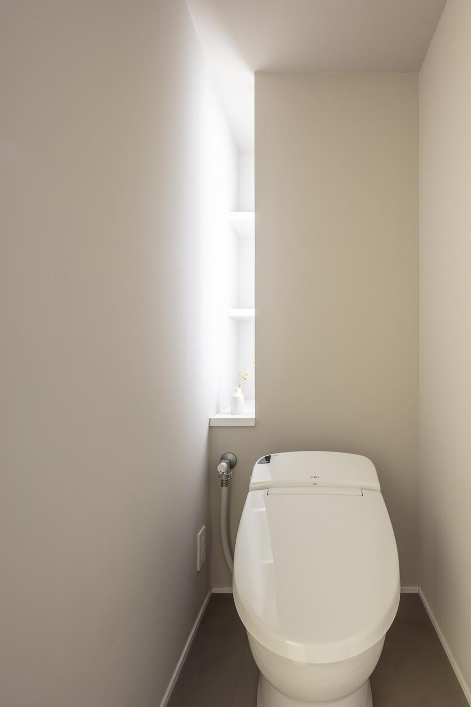 自由設計と売却戦略の両立 こだわり尽くした自由設計と7年後に売却する汎用性を満たすリノベーション (トイレ)