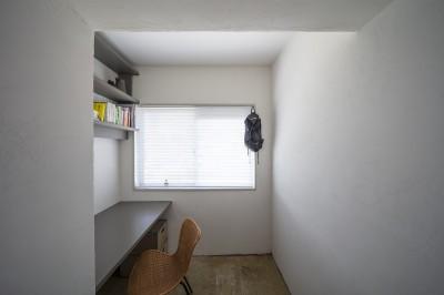 書斎 (自由設計と売却戦略の両立|こだわり尽くした自由設計と7年後に売却する汎用性を満たすリノベーション)