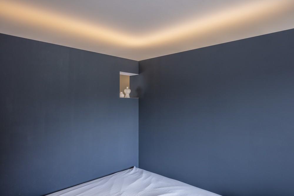 自由設計と売却戦略の両立 こだわり尽くした自由設計と7年後に売却する汎用性を満たすリノベーション (寝室スペース)