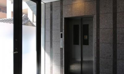 【フラッツCN <503>】天にのびる逆三角錐のボリューム (エレベーターホール)