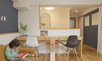 大阪府Oさん邸:自然素材と二重窓で結露を解消。たっぷり収納ですっきり片付くシンプルおしゃれな家に (LDK)