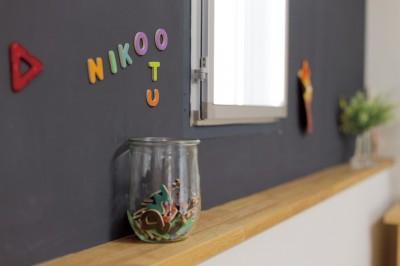 大阪府Oさん邸:自然素材と二重窓で結露を解消。たっぷり収納ですっきり片付くシンプルおしゃれな家に (マグネット塗料)