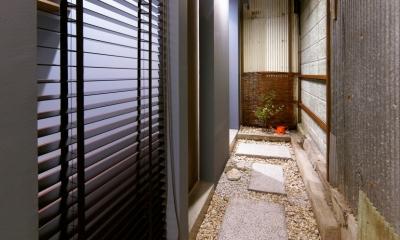 Nzuri  昭和初期の面影を残す京町家を全面的にリノベーション (路地)