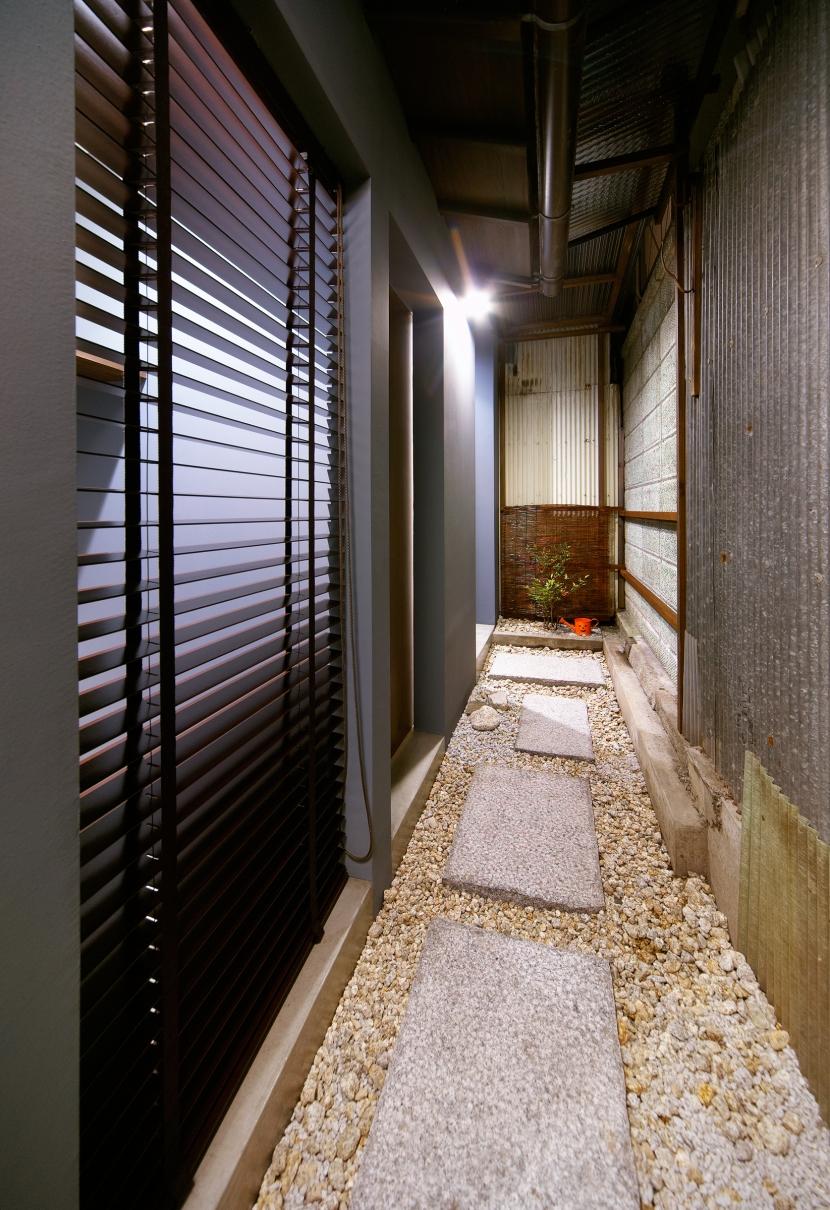 Nzuri  昭和初期の面影を残す京町家を全面的にリノベーションの写真 路地