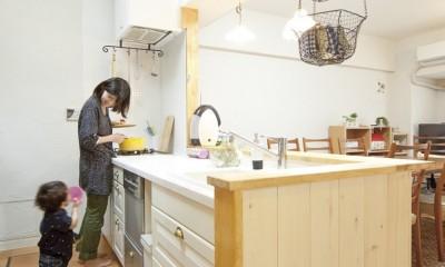 大阪府Sさん邸:壁を塗ったり、パーツを探したり、一緒につくって思い入れたっぷりのリノベーション (ナチュラルキッチン)