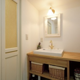 大阪府Sさん邸:壁を塗ったり、パーツを探したり、一緒につくって思い入れたっぷりのリノベーション (造作洗面台)