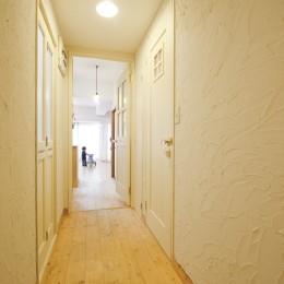 大阪府Sさん邸:壁を塗ったり、パーツを探したり、一緒につくって思い入れたっぷりのリノベーション (廊下)