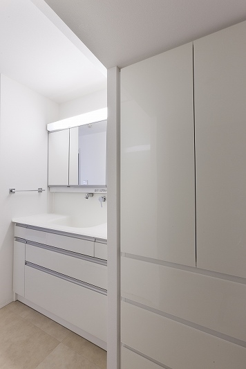 重厚感漂うラグジュアリー空間 (リノベーション)の部屋 洗面