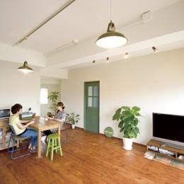 大阪府Fさん邸:スケルトンリフォームで生まれた新しい空間 (広々としたリビングダイニング)