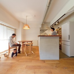 京都府Kさん邸:建具まで自然素材の空間で、子どももネコものびのびと。
