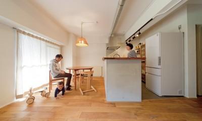 京都府Kさん邸:建具まで自然素材の空間で、子どももネコものびのびと。 (無垢の床)