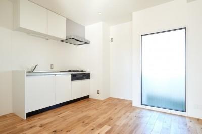 キッチン (抜け感最高!天高2.8mの開放的リノベ)