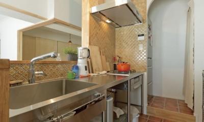 大阪府Kさん邸:防音室を備え、子どもの成長に伴って変化できる間取りに (キッチン)