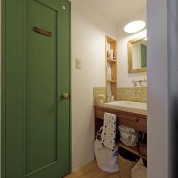 大阪府Kさん邸:防音室を備え、子どもの成長に伴って変化できる間取りに (建具がポイント洗面スペース)