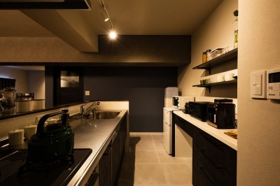 キッチン (反射まで計算した「光」が主役)
