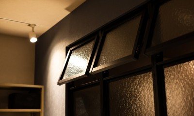 反射まで計算した「光」が主役 (室内窓)