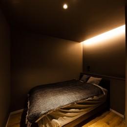 反射まで計算した「光」が主役 (寝室)