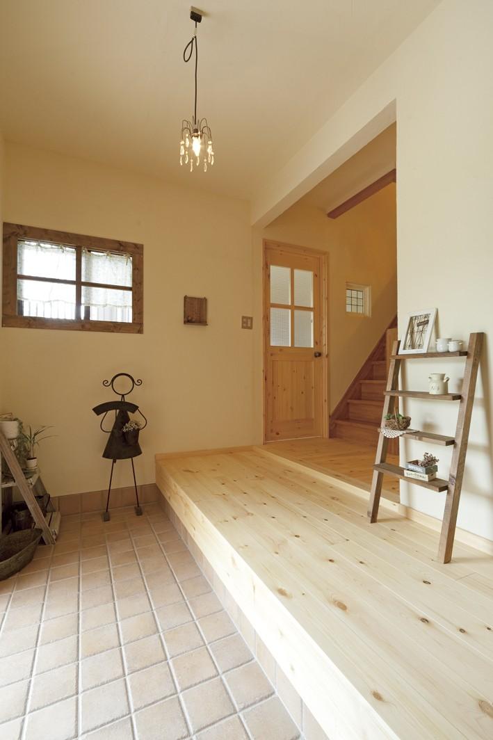 滋賀県Nさん邸:雑貨が似合う家に「わくわく」気分 (玄関)