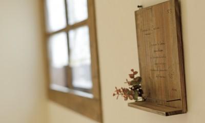 滋賀県Nさん邸:雑貨が似合う家に「わくわく」気分 (壁にかけたり)
