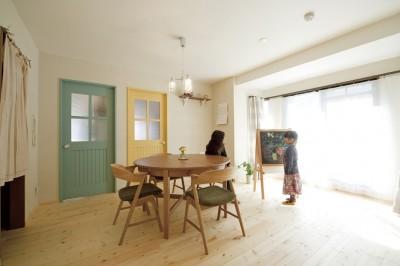 大阪府Kさん邸:カフェのようなおしゃれな、私テイストの部屋に (ペイント建具が楽しいLDK)