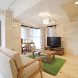 大阪府Kさん邸:カフェのようなおしゃれな、私テイストの部屋に (くつろぎリビング)