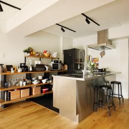 ガラスを使い広々とした空間を演出。コストとこだわりのバランスが絶妙な家作り。