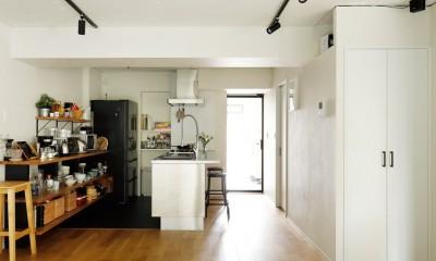 ガラスを使い広々とした空間を演出。コストとこだわりのバランスが絶妙な家作り。 (天井をできるだけ高く)