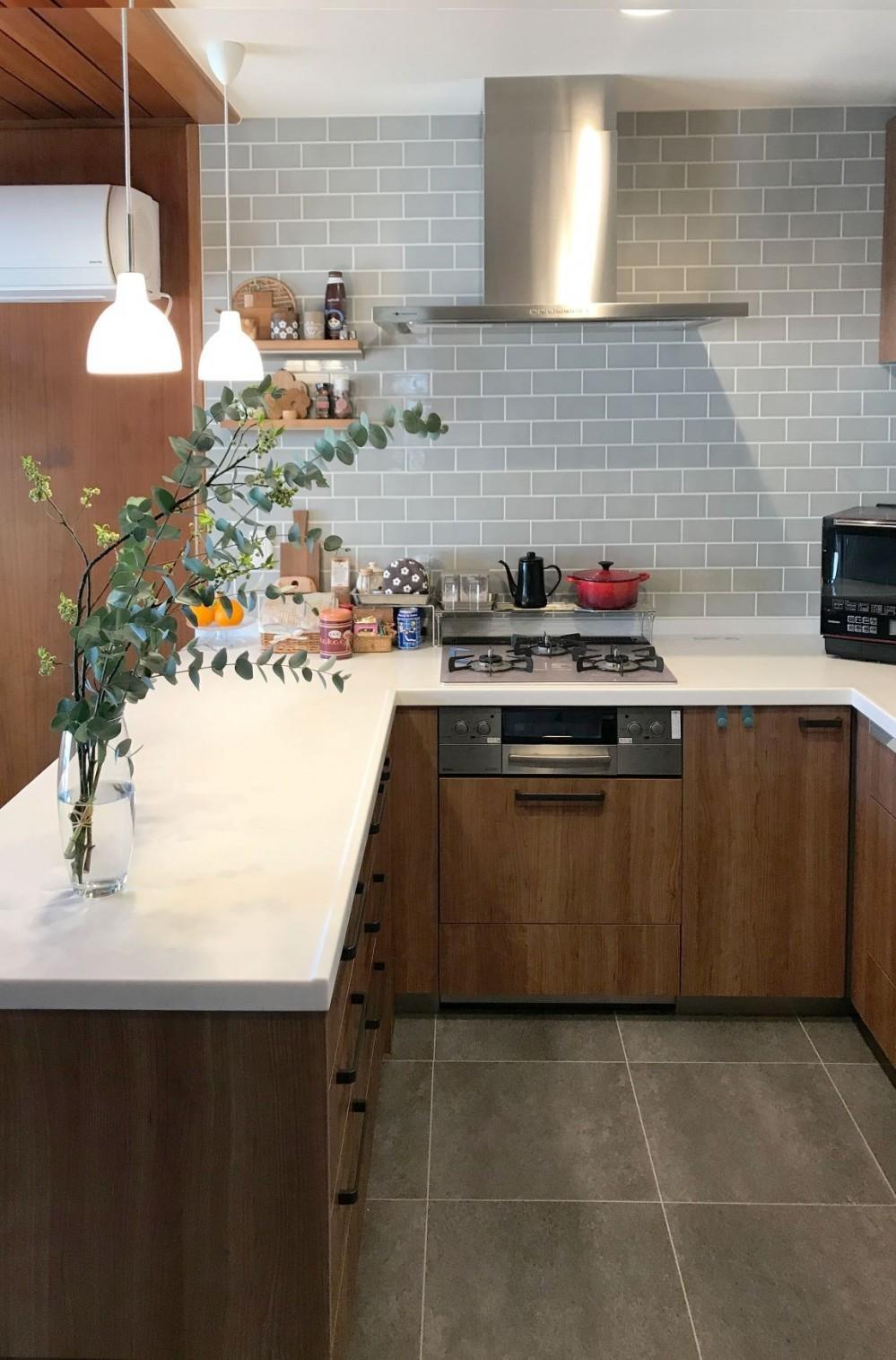3世帯同居のための~北欧テイストのキッチン (キッチン)