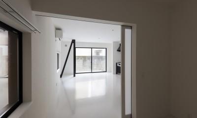 実家リノベーション2戸賃貸へ (101室 寝室から見る)