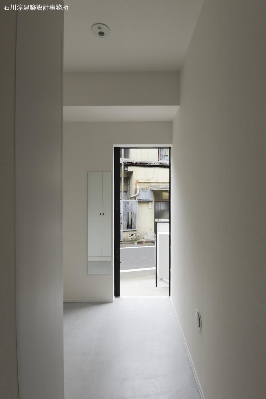 実家リノベーション2戸賃貸へ (201室の玄関)
