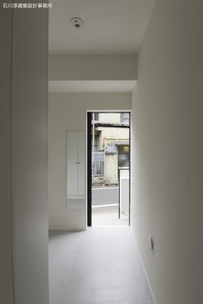 201室の玄関 (実家リノベーション2戸賃貸へ)