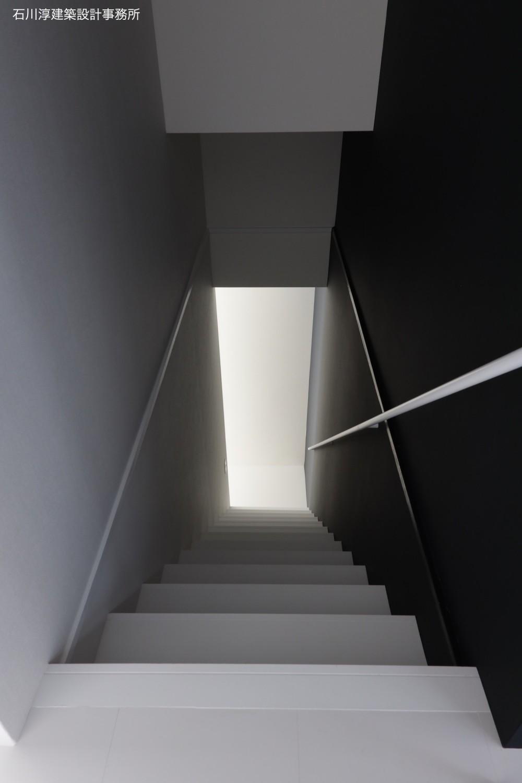 実家リノベーション2戸賃貸へ (202室階段)