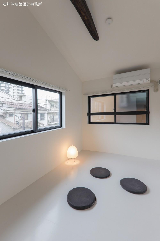 実家リノベーション2戸賃貸へ (202室の寝室)
