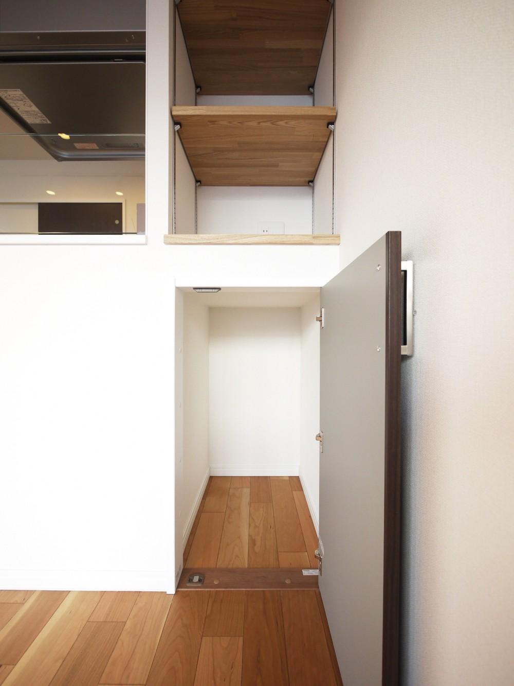 ペニンシュラ型キッチンの1LDKに (カウンター横収納)
